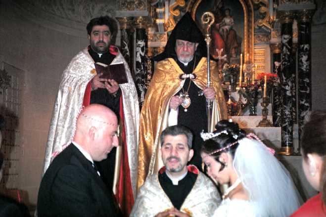 au second plan mgr nacachian - Religion Armenienne Mariage